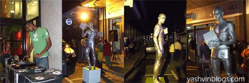 24/7 Statue!