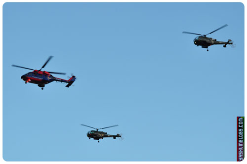 3 other helicopters flying over Champs de Mars