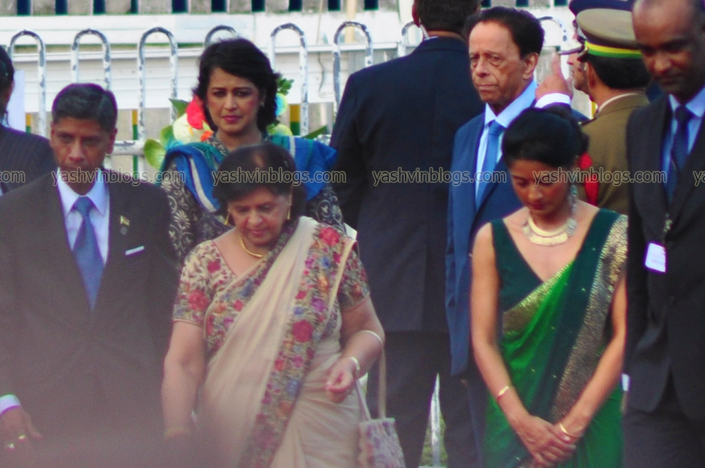 Madame La Presidente welcomed by the PM